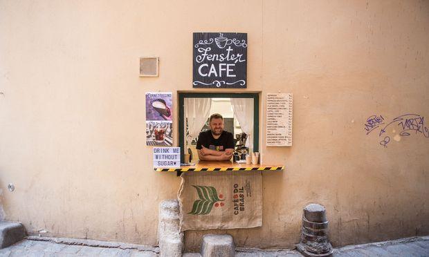 Ein kleiner Lagerraum, ein Fenster: So verkauft Sasha Iamkovyi seinen mit größter Leidenschaft gebrauten Kaffee.