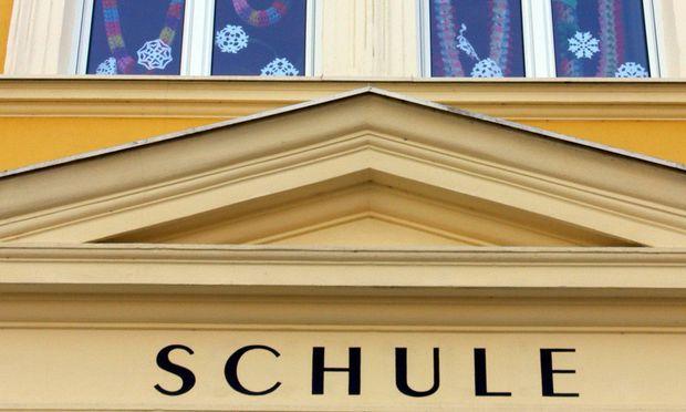 Schulgebaeude - school building