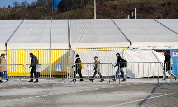40 Prozent der Asylberechtigten stellen religiöse Gebote über Gesetze