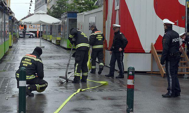 Ein 21-jähriger Mann attackierte eine 54-Jährige am Brunnenmarkt in Wien. Das Motiv des Mannes liegt noch im Dunkeln.