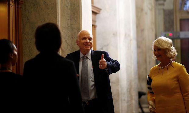 Mitarbeiterin Trumps verspottet todkranken McCain - die Reaktion seiner Tochter ist stark