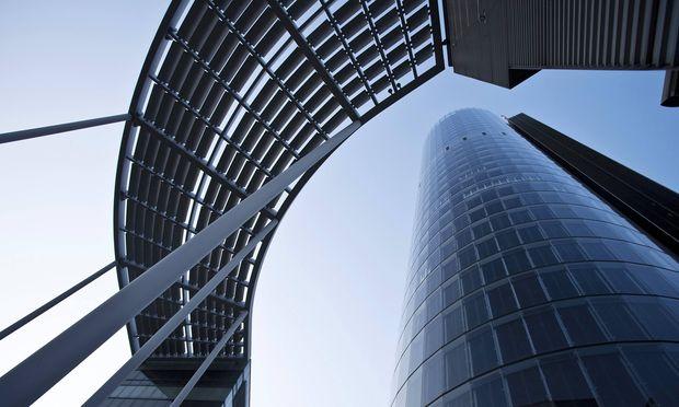 RWE Turm in Essen Deutschland Nordrhein Westfalen Ruhrgebiet Essen RWE tower in Essen Germany