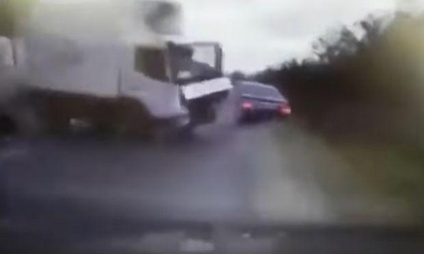 Der Lkw geriet auf die andere Fahrspur und krachte in das Auto des moldauischen Präsidenten.