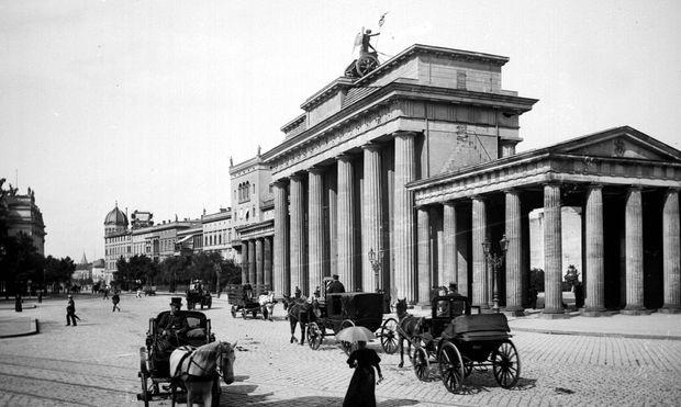 Das Brandenburger Tor in Berlin um 1870. / Bild: Roger Viollet/Getty Images