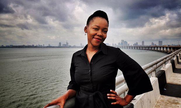 Ein Vorbild für viele junge schwarze Südafrikanerinnen – auch in ihrer Sprache: Radio- und TV-Journalistin Nikiwe Bhikitsha.