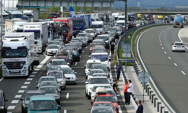 People are waiting to cross the border between Slovenia and Croatia, in Obrezje