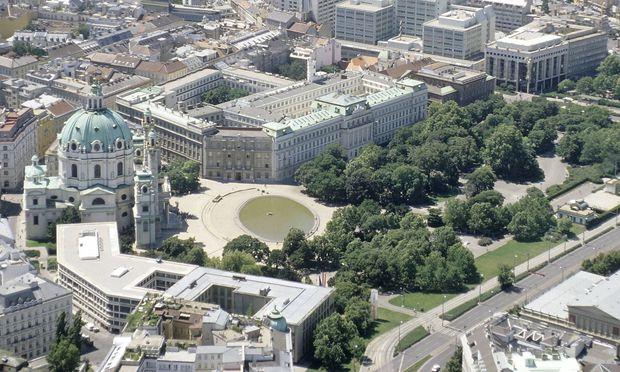 Resselpark mit der barocken Karlskirche von Johann Bernhard Fischer von Erlach