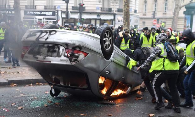 Ausschreitungen auf den Champs-Elysees