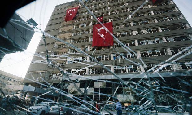 TOPSHOT-TURKEY-MILITARY-POLITICS-COUP