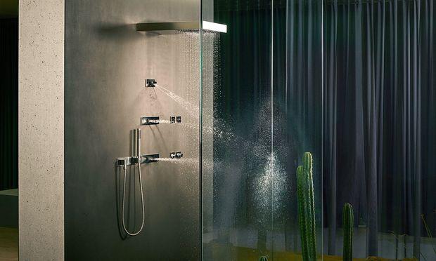 """Punktuell. Die """"Vertical Shower"""" von Dornbracht stimuliert, wo man will."""