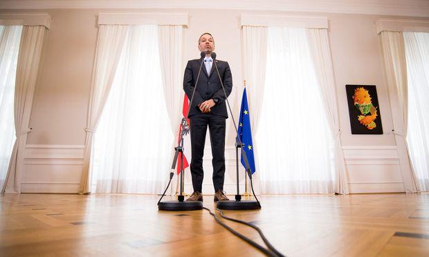"""""""Es heißt, ein bisserl kreativ sein"""", meint Innenminister Herbert Kickl zum Umgang mit dem Asylrecht."""