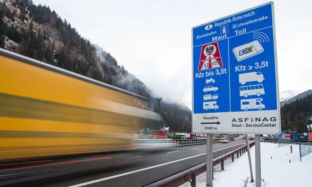 Autobahn-Grenzübergang an der Grenze zwischen Österreich und Italien