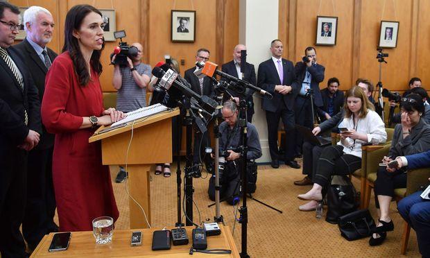 Verliererin als Siegerin. Labour-Chefin Jacinda Ardnern wird mit Hilfe der Rechtspopulisten Premierministerin Neuseelands. / Bild: (c) APA/AFP/MARTY MELVILLE (MARTY MELVILLE)