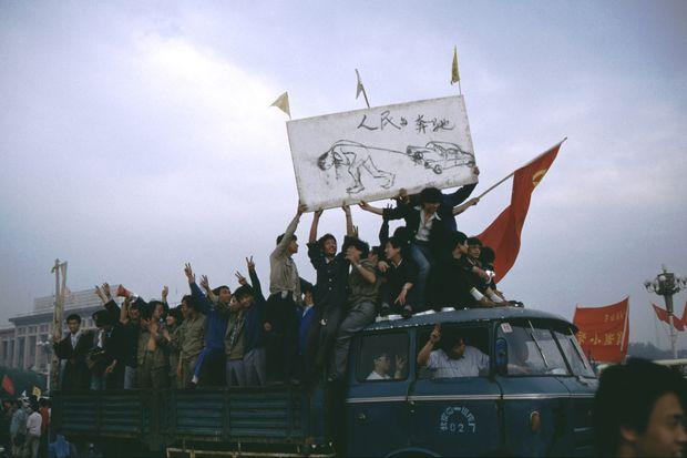 Auch einfache Bürger schlossen sich den Protesten im Frühjahr 1989 an, protestierten gegen Inflation und Korruption.