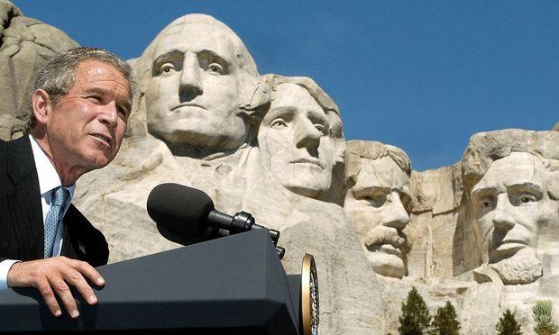 ''Abnormal unintelligent?'' Nicht nur George W. Bush wurde von Autoren heftig beschimpft, vielen US-Präsidenten ging es so seit George Washington - hier links im Fels-Monument von Mount Rushmore.