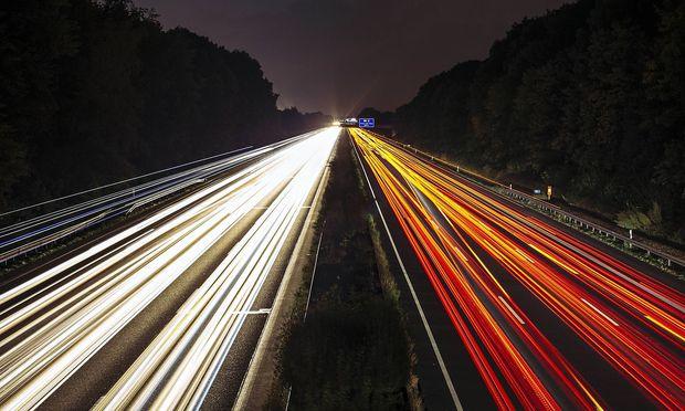 Deutsche und österreichische Autobahnbetreiber könnten ab 2025 kilometerabhängig Maut einheben.