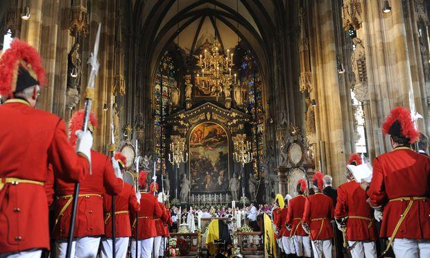 Pompös hingegen der Abschied von Otto Habsburg. Die Familie, die katholische Kirche und die Traditionsregimenter zogen 2011 alle Register – von Mariazell über Wien bis Pannonhalma.