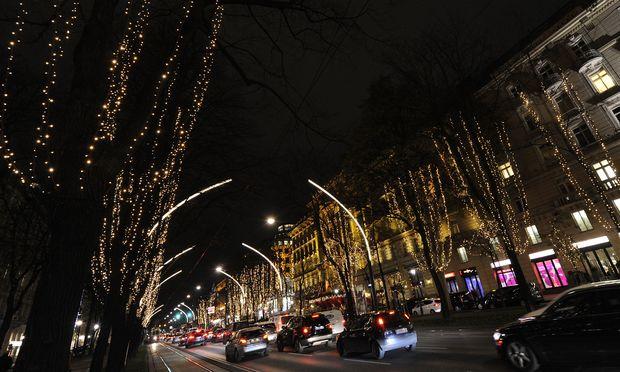 Kitschige Weihnachtsbeleuchtung.Leuchtbögen Für Den Ring Diepresse Com