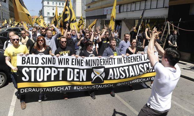 Eine Demonstration der Identitären im Sommer 2015.