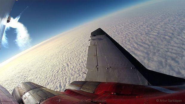 Über den Wolken, Sicht über die Triebwerke
