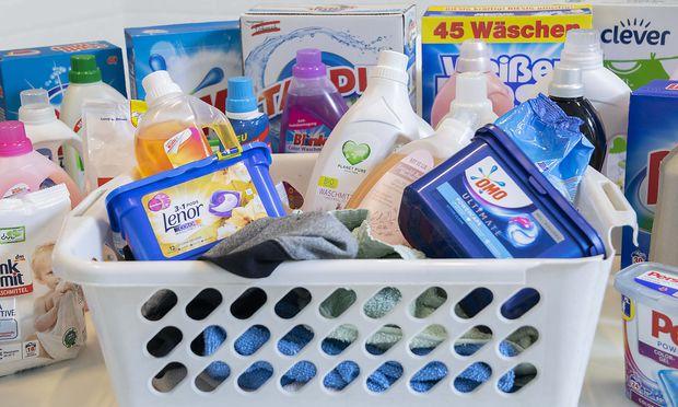Waschmittel im Test: In 119 Waschmitteln zugesetztes Plastik festgestellt