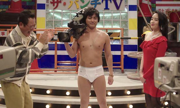 Beruht auf wahren Begebenheiten: Die Geschichte des japanischen Pornoregisseurs Toru Muranishi (Takayuki Yamada) und der Sexfilm-Ikone Kaoru Kuroki (Misato Morita).