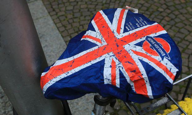 Der Vor allem für Postgraduates stellt sich nach dem Brexit die Frage nach dem weiteren Karriereweg.   eines Fahrrades ist mit mit einer Abdeckung in den Farben des Union Jack bespannt Englan