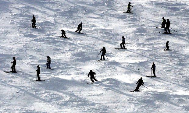 Das Fahren in der Gruppe ist Teil der Ausbildung, ein gewisses Eigenkönnen wird bei Skilehreranwärtern aber vorausgesetzt.