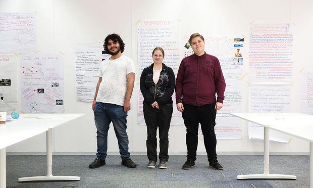 Emir, Karin und Florian (v.l.) in den VIA-Räumlichkeiten.