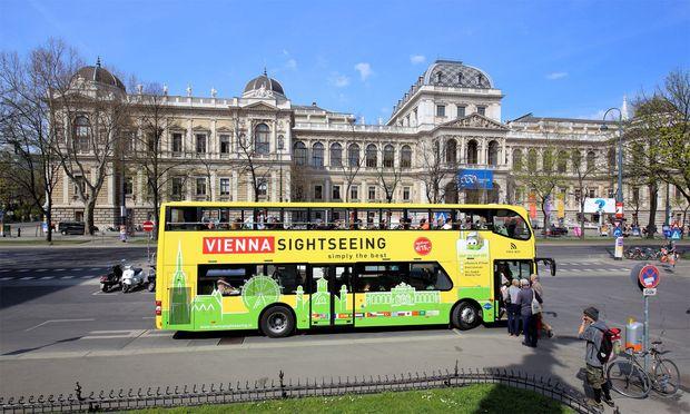 Vollbesetzter Reisebus verunglückt in österreichischen Alpen