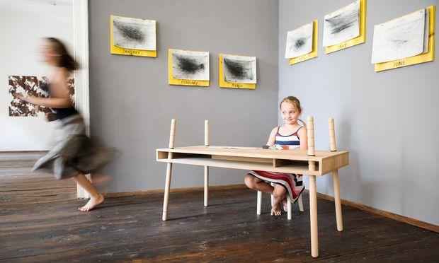 """In die Höhe. """"Caspar"""", der Tisch, der mitwächst mit den Kleinen. Und mit den Anforderungen."""