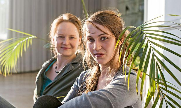 """Veränderte Welt. """"Liebe und Information"""": Regisseurin Esther Muschol,  Schauspielerin Josephine Bloéb."""