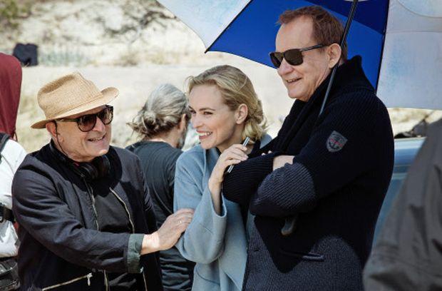 Der Regisseur mit den Hauptdarstellern des Films, Nina Hoss und Stellan Skarsgård.
