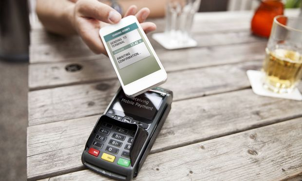 Hand with smart phone mobile paying at a cafe model released Symbolfoto PUBLICATIONxINxGERxSUIxAUTxH