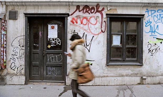 Fraglich. Sprühkunst oder Schmiererei: Über Graffiti sind Hausbesitzer in den seltensten Fällen glücklich. Der Stadtbewohner ist sonst tolerant gegenüber Bildern mit Botschaft.