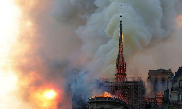 Notre Dame in Flammen: Mit bis zu 1000 Grad Celsius wütete das Feuer.