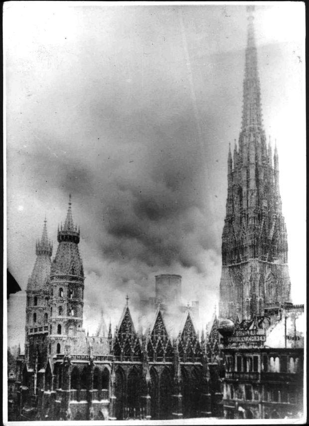 In der Nacht auf den 12. April 1945 wurde ein Teil des Stephansdomes ein Raub der Flammen