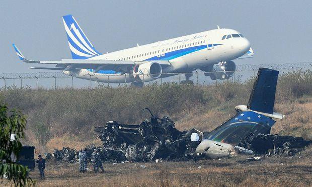 Der einzige internationale Flughafen Nepals ist nach dem Unglück vom Montag wieder freigegeben.