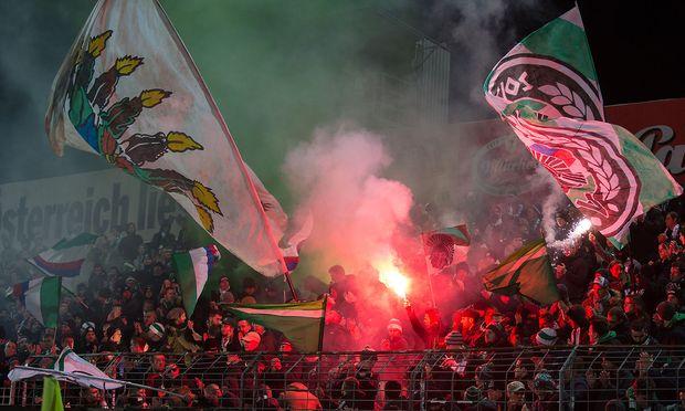 Archivbild: Fans des SK Rapid am Wochenende in der Südstadt