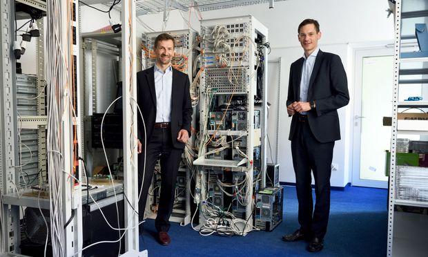 Die TTTech-Gründer Stefan Poledna (l.) und Georg Kopetz können sich über einen neuen starken Partner freuen.