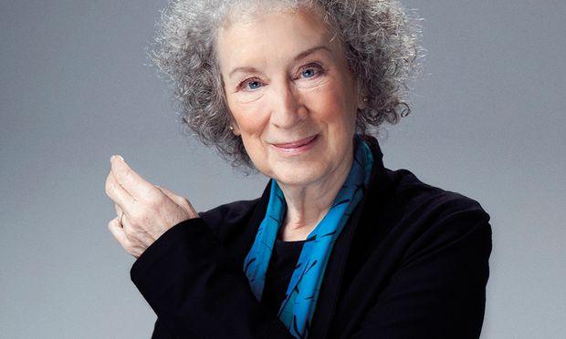 Margaret Atwood, 1939 in Ottawa geboren, hat eine ganze Reihe von Dystopien entworfen, sich aber auch als Verfasserin bissiger Kurzgeschichten einen Namen gemacht.