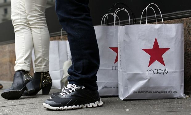 File of customers standing outside Macy's store in New York