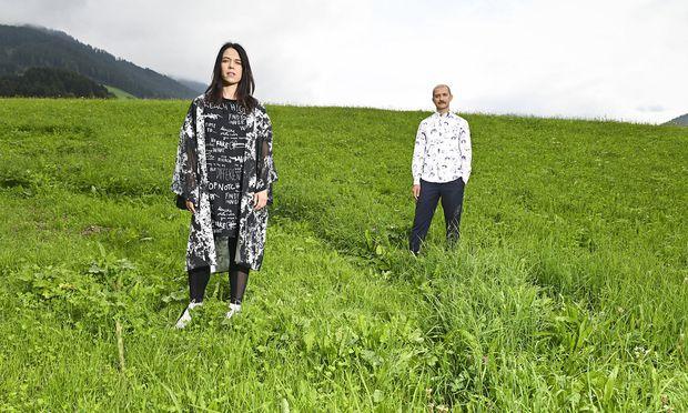 Die mehrfach ausgezeichneten Performer Marta Navaridas und Alexander Deutinger leben und wirken in Graz, treten aber international auf. Heuer eröffneten sie die Politischen Gespräche in Alpbach.
