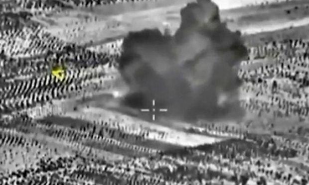 Aufnahmen von Luftanschlägen des russischen Militärs in Maarat al-Numan.