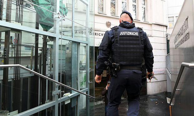 Hochsicherheitsprozess gegen IS-Wiederholungstäter in Wien