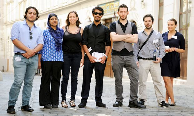 Ilja Sichrovsky (3. von rechts), Organisator der Muslim Jewish Conference, mit sechs der 100 jungen Konferenzteilnehmer.