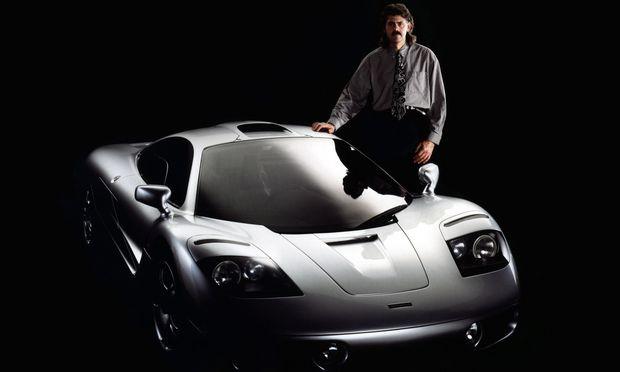 Nichts gegen eine gepflegte Gnackmatte: McLaren F1 und sein Schöpfer, der Konstrukteur Gordon Murray, im Jahr 1993.