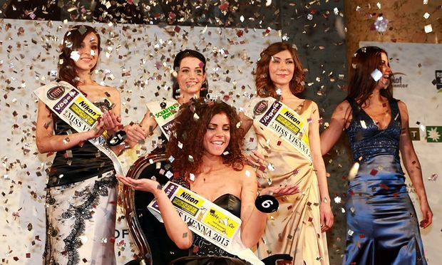 Die Gewinnerin Yemisi Rieger (in der Bildmitte).