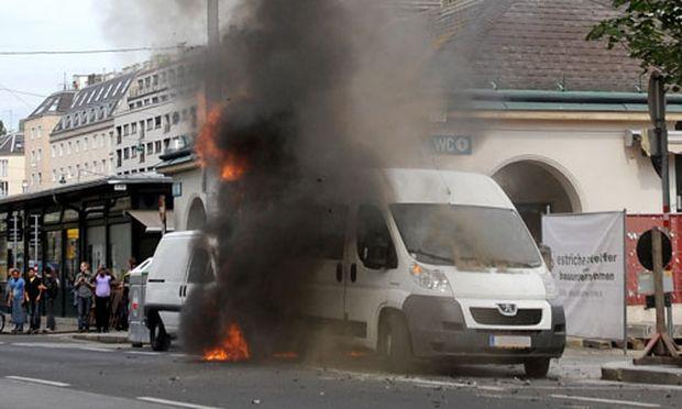 Lieferwagen Brand Schwarzer Rauch