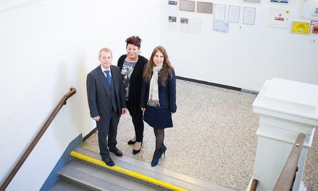 Die Direktoren Ellmauer (BRGORG), Schwarz (VS) und Serdaroglu-Ramsmeier (WMS). Kindergartenleiterin Appel ist im Urlaub.